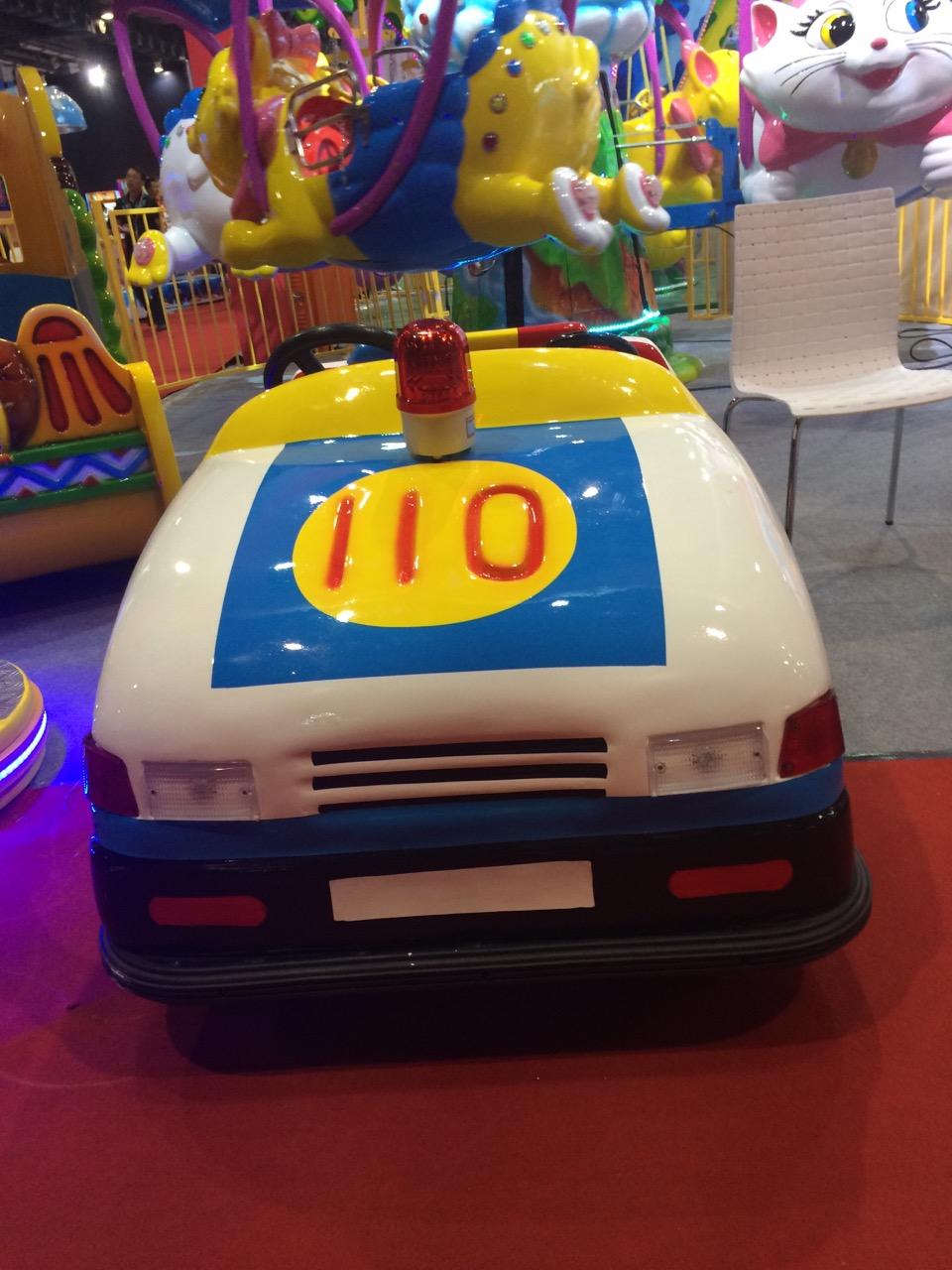中山儿童电动车厂家/儿童电动车 本公司系列儿童电池车,是一种供2~15岁少年儿童自行驾驶操作的室内游艺机,本机以蓄电池为电源,用直流电机驱动,周边安装了安全缓冲橡胶,外壳采用了色彩鲜艳美观耐用的玻璃钢制造,共设计有四十多款外观机型,机内的电控装置能准确地控制整机的运行时间及电子伴音和装饰彩灯等电器部件的工作。 适用室内和室外游乐设备 中山乐斯高游乐设备有限公司具有制造游乐机械十余年的雄厚机械加工实力和技术力量,从原材料的切割、剪、折、弯到车、铣、刨、焊接及精密装配等所有工序都由公司车间自主完成。2015